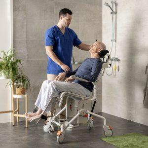 Etac Swift Mobile Tilt Banyo ve Tuvalet Sandalyesi Refakatçili 1
