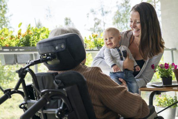 Etac Prio Tekerlekli Sandalye bebek arkadan